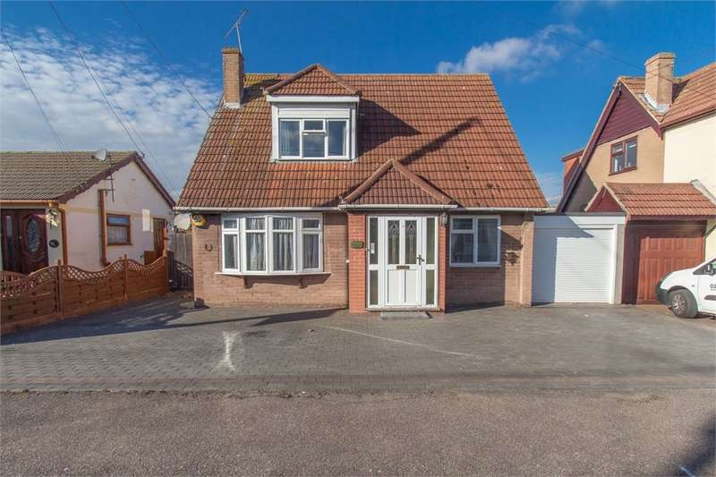 3 Bedrooms Detached House for sale in Dewyk Road, Canvey Island, SS8