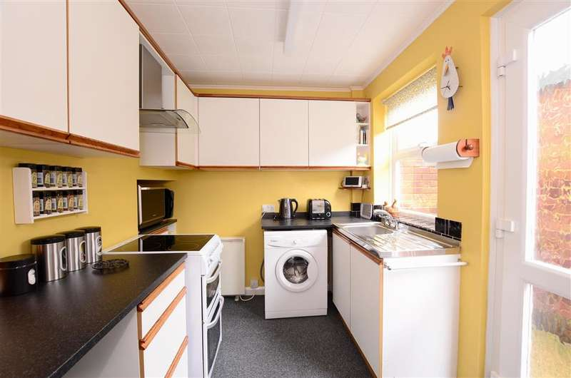 4 Bedrooms Terraced House for sale in Mongers Mead, Barcombe, Lewes, East Sussex