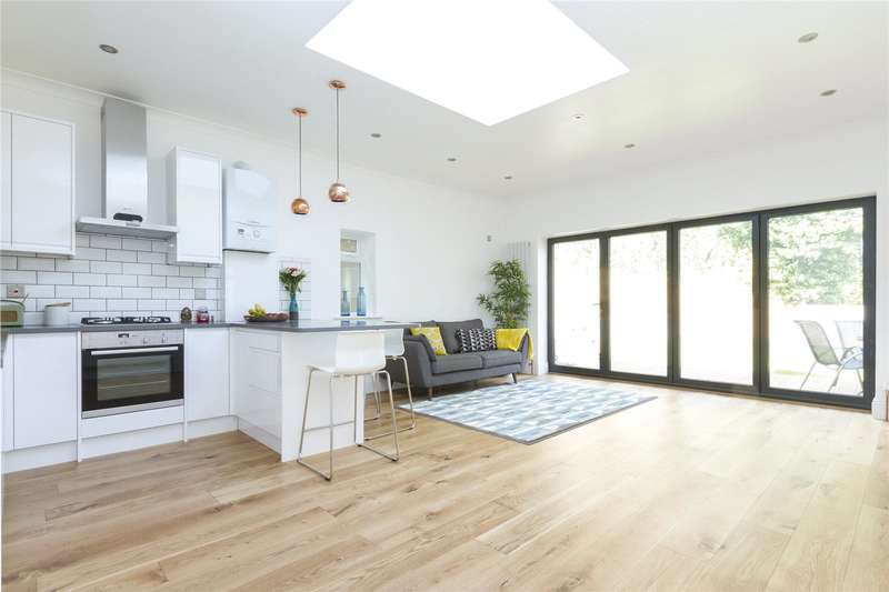 2 Bedrooms Maisonette Flat for sale in Sylvan Road, London