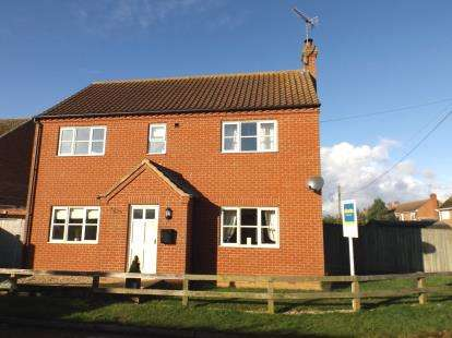 4 Bedrooms Detached House for sale in Sculthorpe, Fakenham, Norfolk