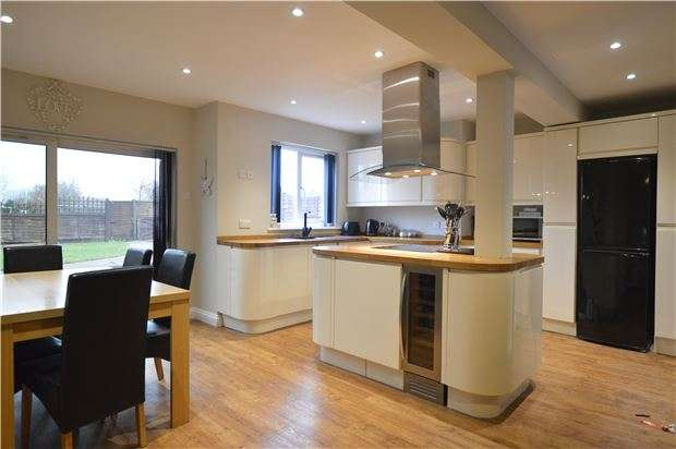 3 Bedrooms Semi Detached House for sale in Newtown, TEWKESBURY, Gloucestershire, GL20 8EH