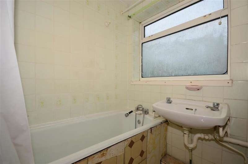 2 Bedrooms End Of Terrace House for sale in Hatch Gardens, Tadworth, Surrey