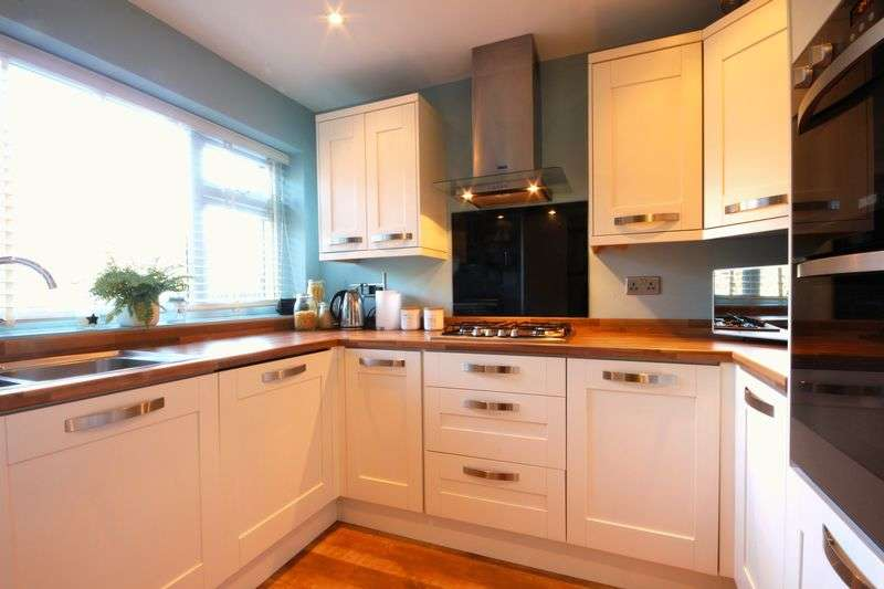 3 Bedrooms Terraced House for sale in Long Meadow, Markyate