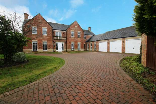 5 Bedrooms Detached House for sale in Bramhall Drive, Washington, Tyne And Wear, NE38 9DB
