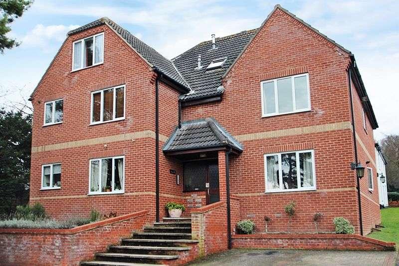 2 Bedrooms Flat for sale in The Waterside, Lower Hellesdon