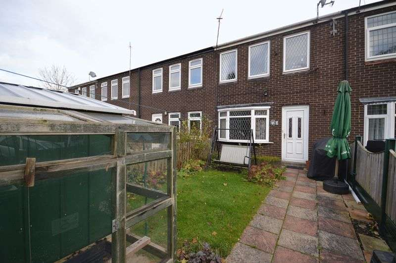 3 Bedrooms Terraced House for sale in Stocks Rise, Leeds