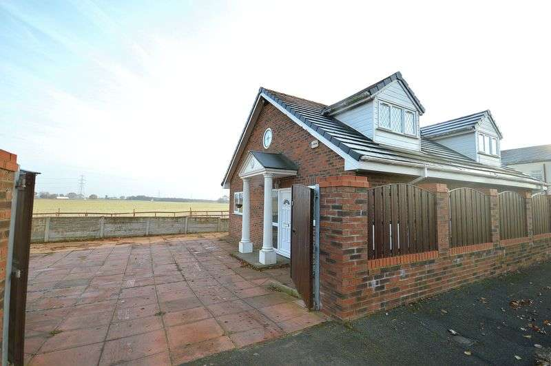 2 Bedrooms Detached Bungalow for sale in Wilmere Lane, Widnes