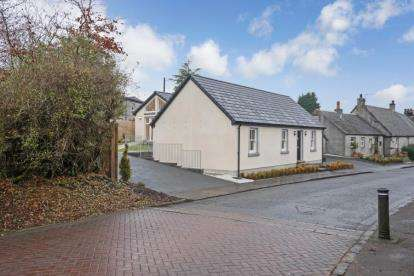 4 Bedrooms Bungalow for sale in Baronhill, The Village