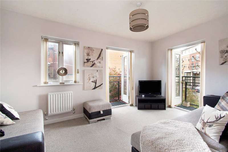 3 Bedrooms Semi Detached House for sale in Britannia Gate, London, E16
