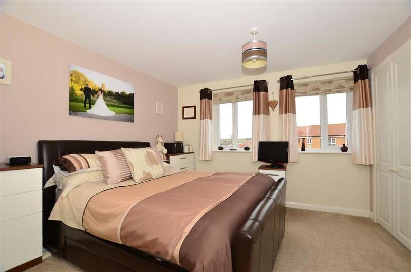 3 Bedrooms Town House for sale in Dahlia Walk, Minster On Sea, Sheerness, Kent