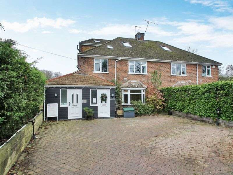 5 Bedrooms Semi Detached House for sale in Ifield Road, Horley, Surrey