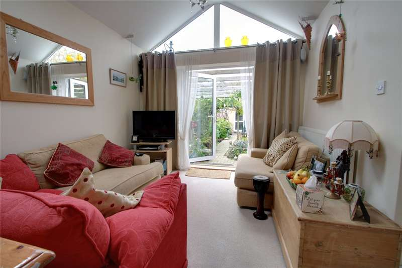 2 Bedrooms Terraced Bungalow for sale in Fordwater Road, Chertsey, Surrey, KT16