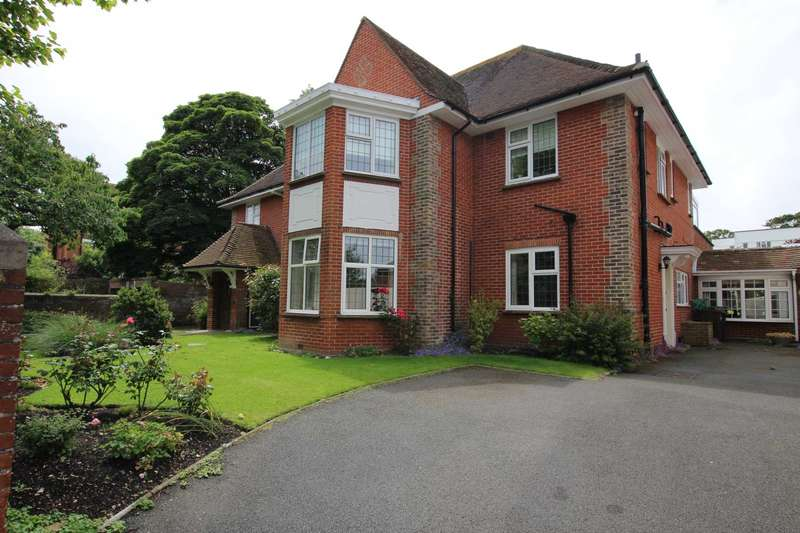 2 Bedrooms Flat for sale in Grassington Road, Eastbourne, BN20 7BU