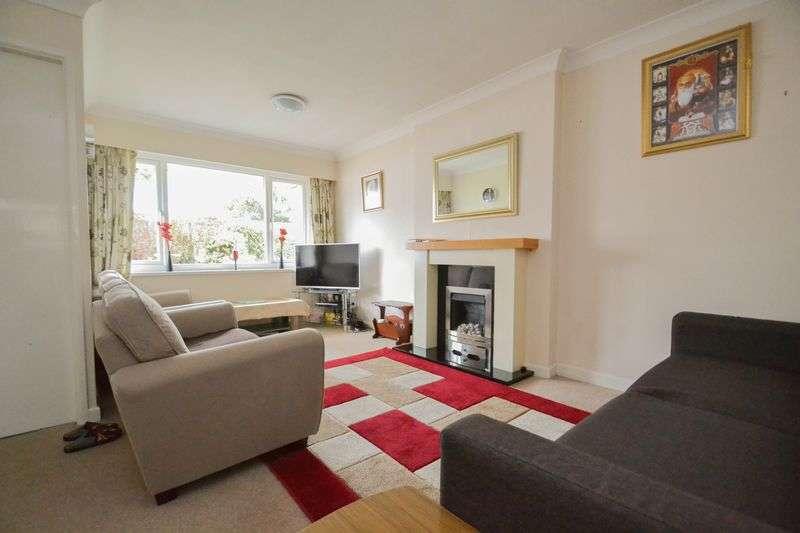 3 Bedrooms Semi Detached House for sale in Close to Hospital, Aysgarth Avenue, Preston
