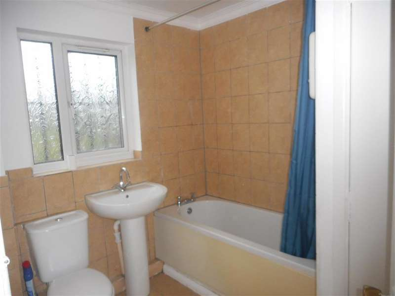 2 Bedrooms Flat for sale in Jade Close, Dagenham, Essex