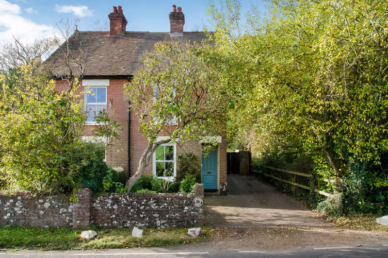 3 Bedrooms Semi Detached House for sale in Hambledon, Hampshire