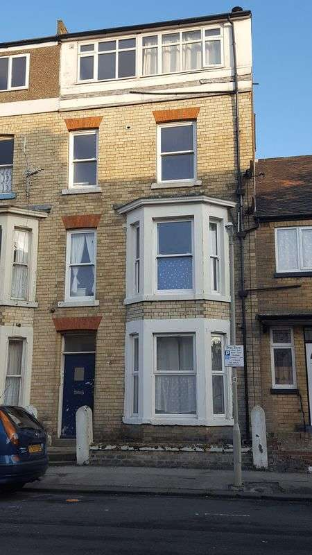 4 Bedrooms Terraced House for sale in Queens Terrace, Scarborough
