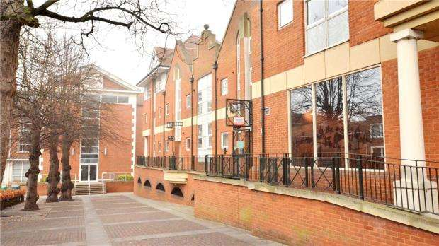 1 Bedroom Apartment Flat for sale in The Royals, High Street, Guildford