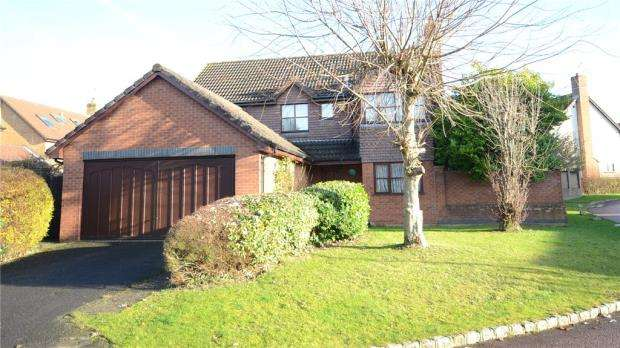 4 Bedrooms Detached House for sale in Woodward Close, Winnersh, Wokingham