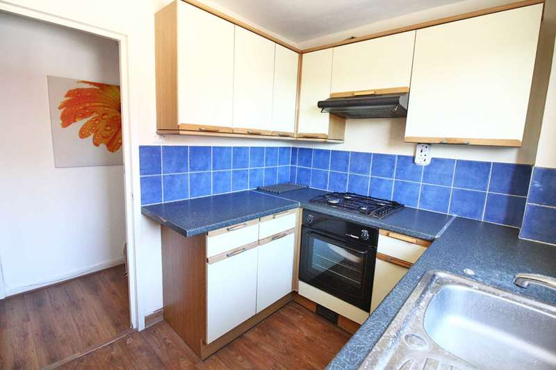 2 Bedrooms Flat for sale in St Luke`s Close, South Norwood
