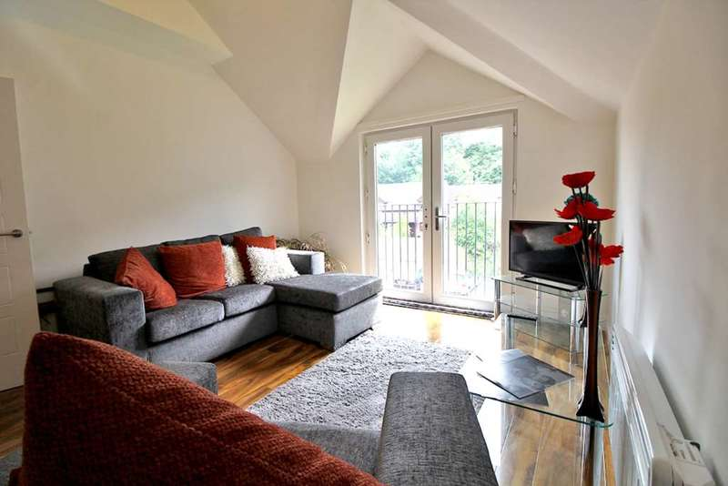 2 Bedrooms Flat for sale in Godstone Road, Whyteleafe