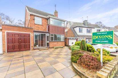 3 Bedrooms Detached House for sale in Harlech Road, Willenhall, West Midlands