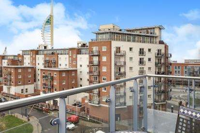 2 Bedrooms Flat for sale in Gunwharf Quays, Portsmouth, United Kingdom