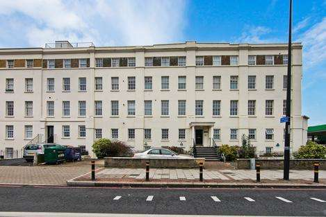 2 Bedrooms Flat for sale in Clapham Road, London SW9