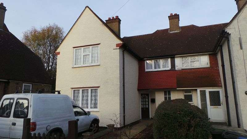 4 Bedrooms Semi Detached House for sale in Sweet Briar Green, Edmonton, N9