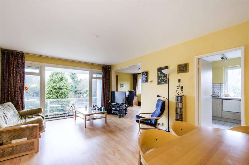 2 Bedrooms Flat for sale in Roehampton Court, Queens Ride, London, SW13