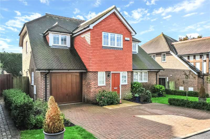 5 Bedrooms Detached House for sale in Great Field Place, East Grinstead, West Sussex, RH19