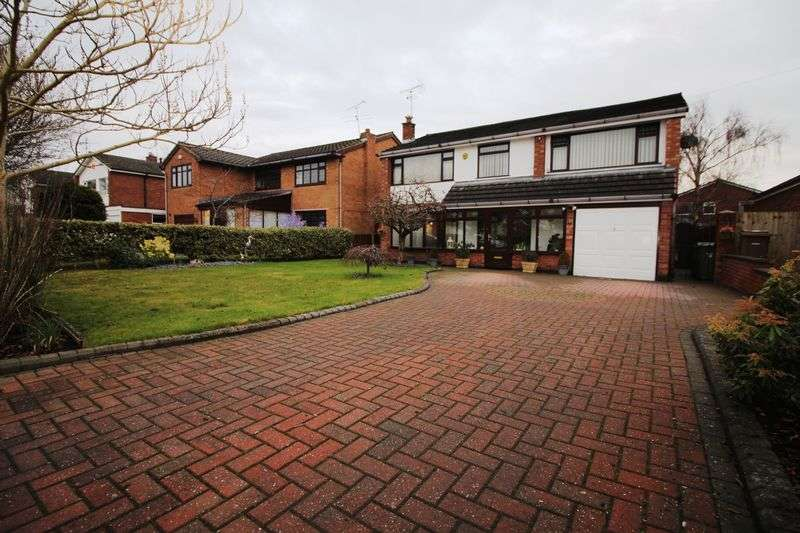 4 Bedrooms Detached House for sale in Lawns Avenue, Raby Mere