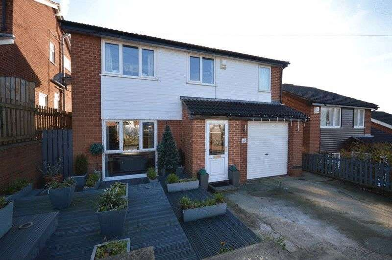 4 Bedrooms Detached House for sale in Oxford Drive, Leeds