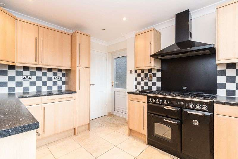 4 Bedrooms Detached House for sale in Southdown Road, Halfway