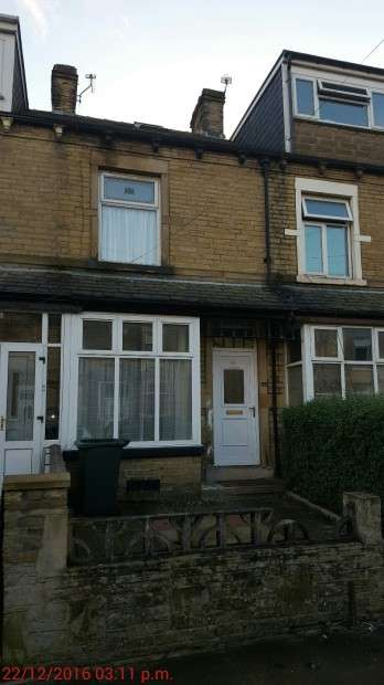 3 Bedrooms Terraced House for sale in Heath Terrace, Bradford, BD3