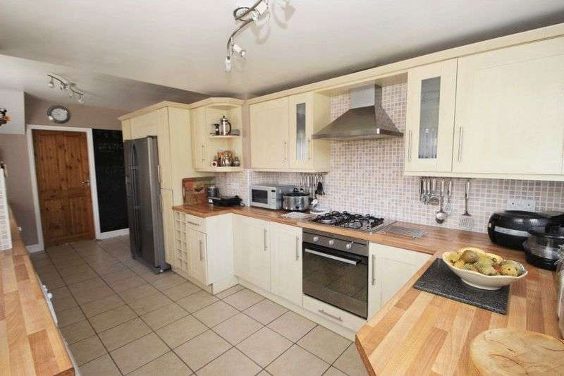 3 Bedrooms Semi Detached House for sale in VALDA VALE, IMMINGHAM