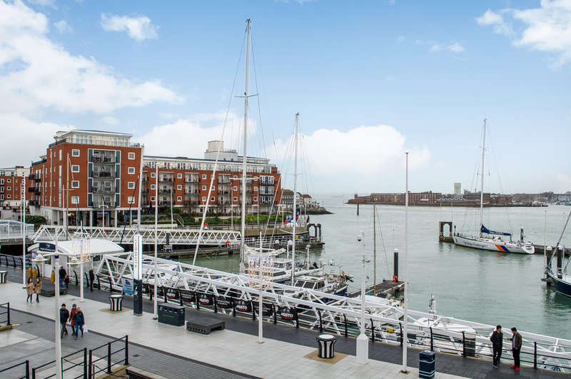 2 Bedrooms Flat for sale in Gunwharf Quays, Hampshire