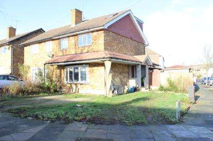 4 Bedrooms End Of Terrace House for sale in Hainault, Ilford
