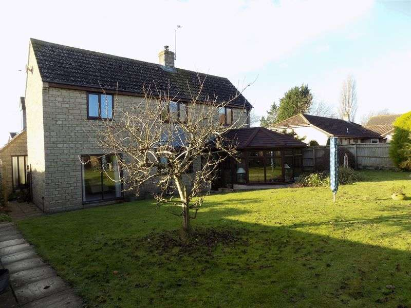 4 Bedrooms Detached House for sale in Lydiard Millicent