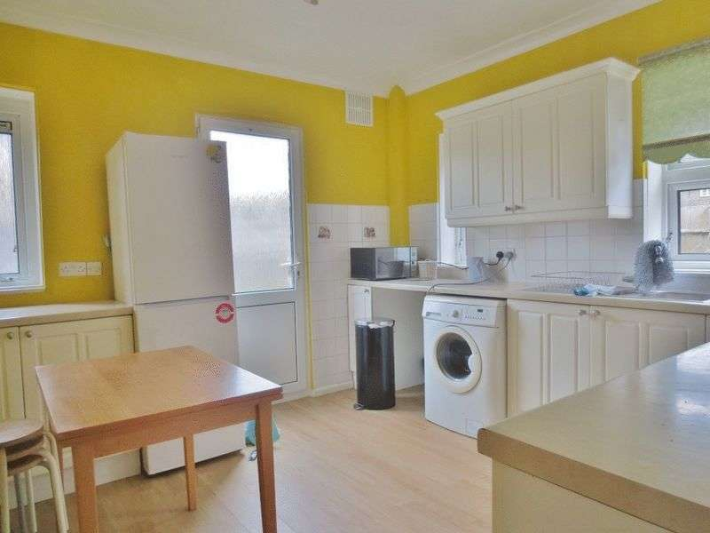 3 Bedrooms Flat for rent in The Highway, Brighton