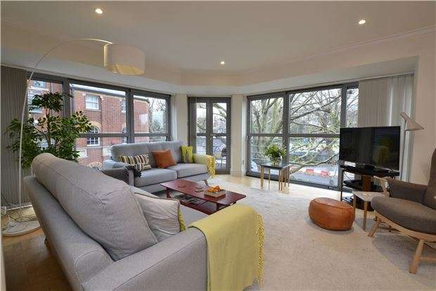 2 Bedrooms Flat for sale in The Custom House, First Floor , Redcliff Backs, BRISTOL, BS1 6NE