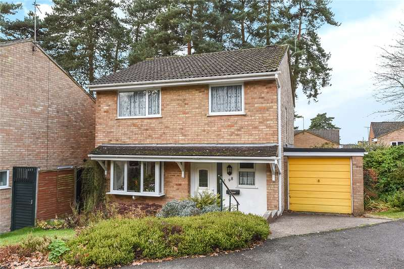 4 Bedrooms Detached House for sale in Harvard Road, Claremont Wood, Sandhurst, Berkshire, GU47