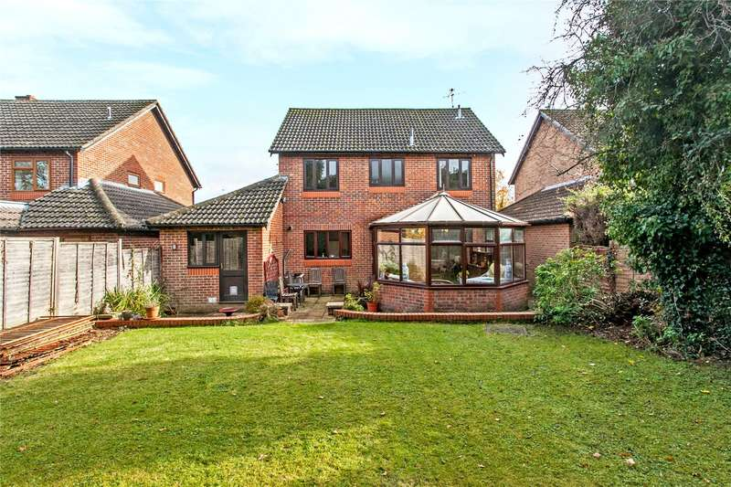 4 Bedrooms Detached House for sale in Bishearne Gardens, Liss, Hampshire, GU33