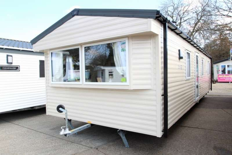 2 Bedrooms Mobile Home for sale in Willerby Mistral (CO15 6LY)