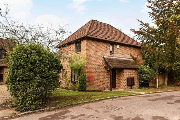 3 Bedrooms Detached House for sale in Eagle Close, CROWTHORNE, Berkshire