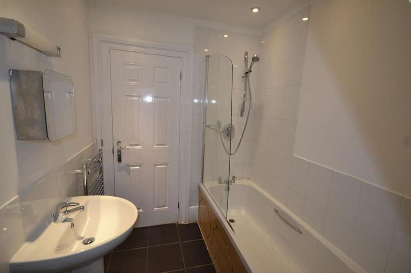 3 Bedrooms Flat for sale in Gillsmans Hill, St Leonards On Sea, TN38