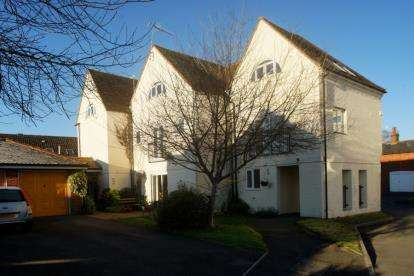 2 Bedrooms Flat for sale in Downton, Salisbury, Wiltshire
