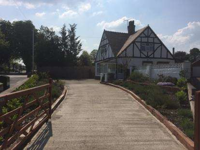3 Bedrooms Detached House for sale in Park Avenue, Acton, Wrexham, LL12
