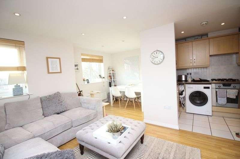 2 Bedrooms Flat for sale in Bennington Drive, Borehamwood, WD6