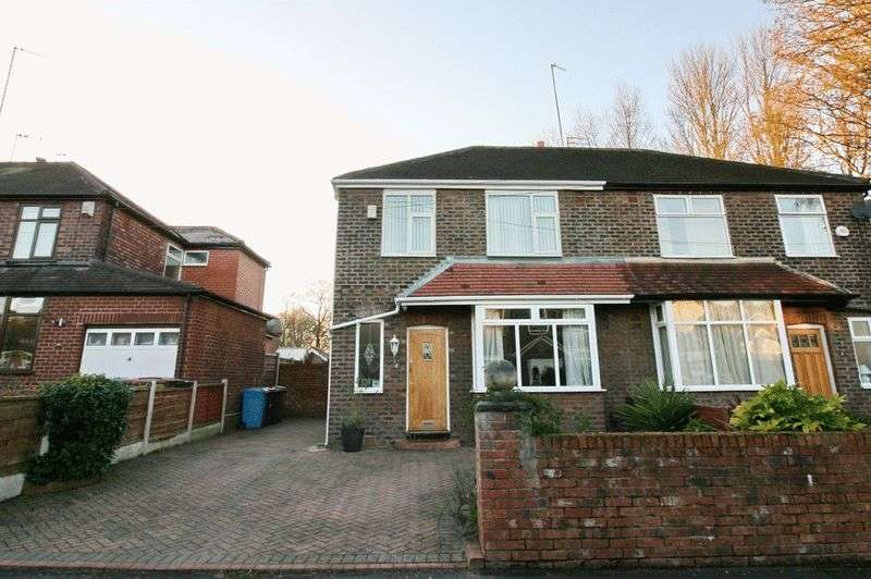 3 Bedrooms Semi Detached House for sale in Elm Cresent Roe Green Worsley